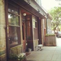 Foto scattata a Ashbox Cafe da Lester M. il 6/11/2012
