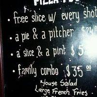 Photo prise au The Pizza Pub par Tes C. le1/18/2012