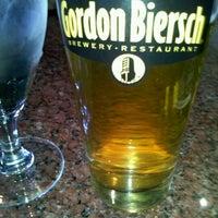Foto tomada en Gordon Biersch Brewery Restaurant por Sophia C. el 10/20/2011