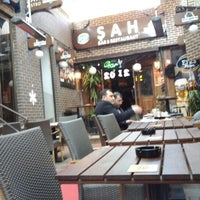 Foto diambil di Şah Cafe & Bar oleh Gabor A. pada 12/29/2011
