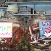 Foto diambil di Ladybird Bakery oleh Martha G. pada 7/18/2012