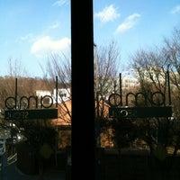 รูปภาพถ่ายที่ Lamb โดย Jennifer C. เมื่อ 3/11/2012
