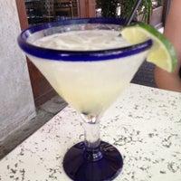 Foto tomada en Cantina Laredo por Shelley S. el 5/19/2012