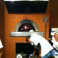 Photo prise au Cugini Restaurant par Ira S. le11/12/2011