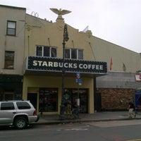 Photo prise au Starbucks par Thomas M. le7/28/2012