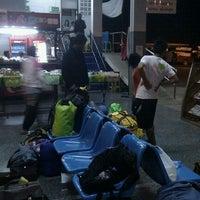 รูปภาพถ่ายที่ สถานีขนส่งผู้โดยสารจังหวัดน่าน โดย Boony S. เมื่อ 9/23/2011