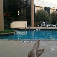 Foto scattata a Sheraton Charlotte Airport Hotel da Sean C. F. il 3/15/2012