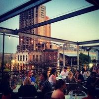 รูปภาพถ่ายที่ Iron Cactus Mexican Restaurant and Margarita Bar โดย Geoffrey Z. เมื่อ 3/13/2012