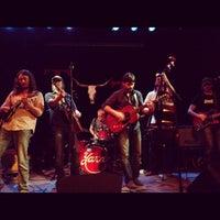 Das Foto wurde bei Tractor Tavern von FunkCaptMax am 5/18/2012 aufgenommen