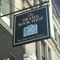 Das Foto wurde bei Drama Book Shop von Mike D. am 4/17/2012 aufgenommen