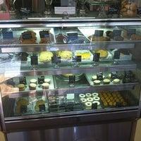 5/18/2012 tarihinde Terry S.ziyaretçi tarafından Blossom Bakery'de çekilen fotoğraf