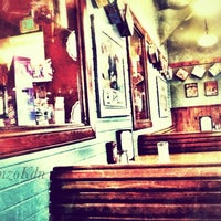 Das Foto wurde bei Annie's Cafe & Bar von rnzo k. am 8/8/2012 aufgenommen