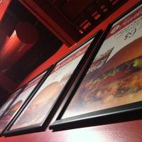 Das Foto wurde bei Fuddruckers von Walt am 7/29/2012 aufgenommen