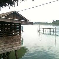 Снимок сделан в Kelong Restaurant Aneka Rasa пользователем Kylie L. 5/7/2012