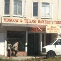 รูปภาพถ่ายที่ Moscow & Tbilisi Russian Bakery โดย Julie V. เมื่อ 4/4/2012