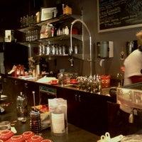 Photo prise au Chazzano Coffee Roasters par Rich J. le2/16/2012