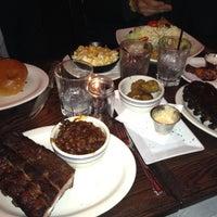 2/17/2012 tarihinde Damien B.ziyaretçi tarafından Neely's BBQ Parlor'de çekilen fotoğraf