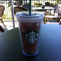 รูปภาพถ่ายที่ Starbucks โดย Heather M. เมื่อ 4/28/2012