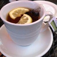 Das Foto wurde bei Artisan Foods Bakery & Café von Madison C. am 7/18/2012 aufgenommen