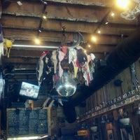 4/24/2012 tarihinde Tara F.ziyaretçi tarafından Jack Brown's Beer & Burger Joint'de çekilen fotoğraf