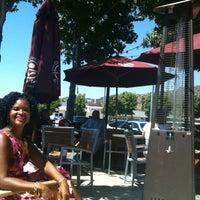 Снимок сделан в The Coffee Bean & Tea Leaf пользователем Allison J. 8/26/2012