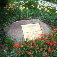 Foto scattata a Shakespeare Garden da Nicholas P. il 4/22/2011