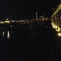 8/22/2012 tarihinde Chris T.ziyaretçi tarafından Boston Sail Loft'de çekilen fotoğraf