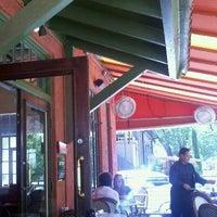 Снимок сделан в Taverna пользователем John B. 5/25/2011