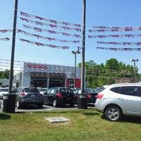 Foto tomada en Vaden Nissan por GaySavannah O. el 4/9/2012