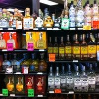 Photo prise au Argonaut Wine & Liquor par Ben 💯 B. le9/3/2012