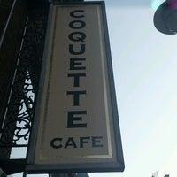 Foto tirada no(a) Coquette Cafe por H W. em 3/13/2012