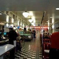 Foto diambil di Lori's Diner oleh Ingrid T. pada 6/12/2011