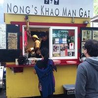 Foto tomada en Nong's Khao Man Gai por John J. el 8/31/2011