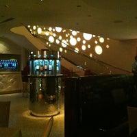 Foto tirada no(a) Dee Lincoln's Bubble Bar & Private Events por Joyce E. em 5/31/2012