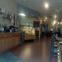 Photo prise au New World Coffee House par Whitney H. le1/7/2012