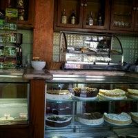 Photo prise au Cafe Bressan par Isabelle C. le6/24/2012