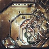 Снимок сделан в Water Tower Place пользователем Vince V. V. 6/21/2012