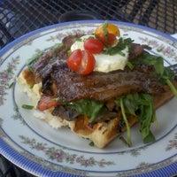 Foto tomada en The Waffle Window por Nick L. el 9/24/2011