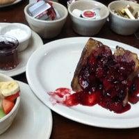 Снимок сделан в Mo's Restaurant пользователем Tianne P. 8/26/2011