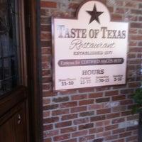 รูปภาพถ่ายที่ Taste of Texas โดย Mark H. เมื่อ 4/6/2011