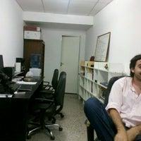 รูปภาพถ่ายที่ guionmedio HQ โดย Nicolás B. เมื่อ 11/25/2011
