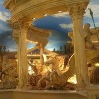 5/25/2012 tarihinde Brian C.ziyaretçi tarafından Festival Fountain - The Forum Shops at Caesars Palace'de çekilen fotoğraf