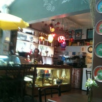 Foto diambil di Café Ambrosio oleh Cris C. pada 1/31/2012