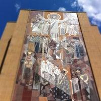 Foto diambil di Hesburgh Library oleh Patrick R. pada 8/11/2011