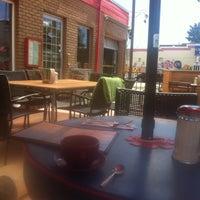 รูปภาพถ่ายที่ Diner Deluxe โดย Denis R. เมื่อ 7/23/2011