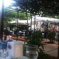 Das Foto wurde bei Nezih Bahçe von tuncay veysel a. am 7/18/2011 aufgenommen