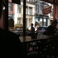 รูปภาพถ่ายที่ Le Petit Cafe โดย Lauren Anne เมื่อ 10/1/2011