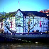 Foto tirada no(a) Shakespeare's Globe Theatre por Valkyriae S. em 6/13/2012