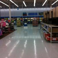 Das Foto wurde bei Walmart Supercenter von X P. am 5/20/2012 aufgenommen
