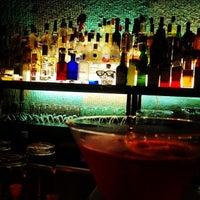Das Foto wurde bei CINCO Lounge von Clay R. am 6/9/2012 aufgenommen